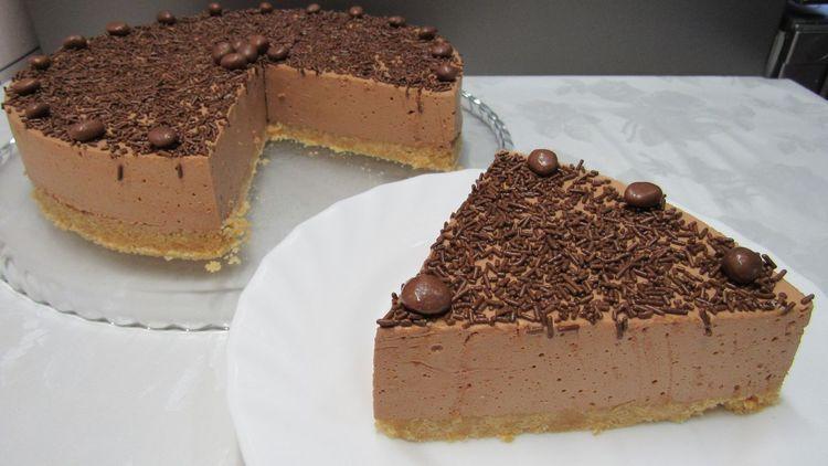 Šokolādes torte bez cepšanas. Ne tikai salduma mīļi novērtēs!