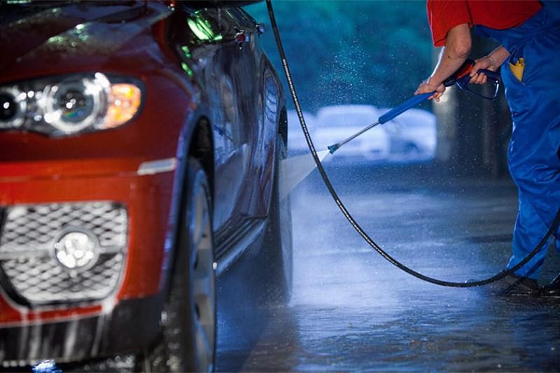 Kādēļ tieši pavasarī ir visbīstamāk mazgāt savu auto?