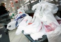 Plānots ierobežot bezmaksas plastmasas maisiņu izsniegšanu tirdzniecības vietās