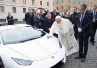 Ir noskaidrots ar kādu auto Latvijā pārvietosies pāvests Francisks