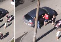 Policists ierauga bērnu ieslēgtu saules sakarsētā automašīnā, izsit logu, bet tad saprot, ka izdarījis lielu kļūdu