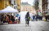 Ielu aptauja: gājēji atzinīgi novērtē Rīgas ielu slēgšanu, bet aicina domāt plašāk