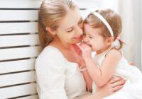 5 frāzes, kuras noteikti nevajadzētu teikt savai meitiņai, ja vēlat viņai laimi