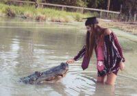 21 gadu jauna meitene gribēja nobildēties ar 4 metru garu krokodīlu un lūk, ar ko tas viss beidzās