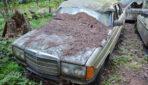 Mežā tika atrasta nozagta 90. gadu automašīna. Ejot tuvāk visi izbīlī iekliedzās