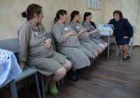 Kā patiesībā sievietes dzīvo cietumos. Kādā pretīgā veidā viņas mēģina palikt stāvoklī, lai savu ieslodzījuma laiku samazinātu