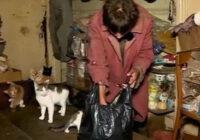 Sieviete 26 gadus nav izgājusi ne reizi no mājas. Tas kādos apstākļos viņa dzīvo liek ieplesties acīm