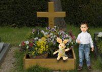 Šī ģimene pieļāva milzīgu kļūdu paņemot līdzi savus bērnus un kapsētu
