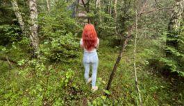 Mežā atradām būdu un pamestu automašīnu no kuras bija dzirdamas dīvainas skaņas. Nebaidījāmies un devāmies iekšā